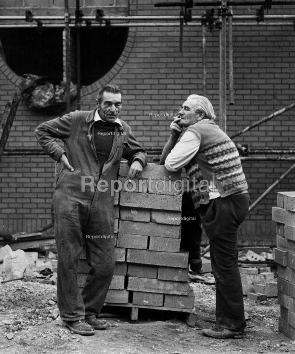 Building workers, construction site Coventry Lanchester Polytechnic 1980 - John Harris - 1980-10-10