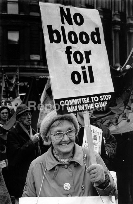 Protest against War in the Gulf, the invasion of Iraq, London 1990. No blood for oil - John Harris - 1990-11-24