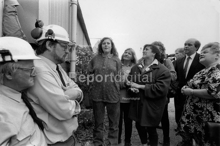 Supporters of 4 women occupying headgear Trentham Colliery against pit closure, Staffordshire 1993 - John Harris - 1993-05-13