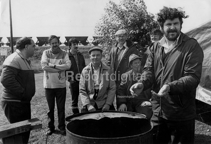 NUR sacked guards picketing Margam Depot, Wales 1985 Strike against Driver Only Operation of freight trains - John Harris - 1985-08-19