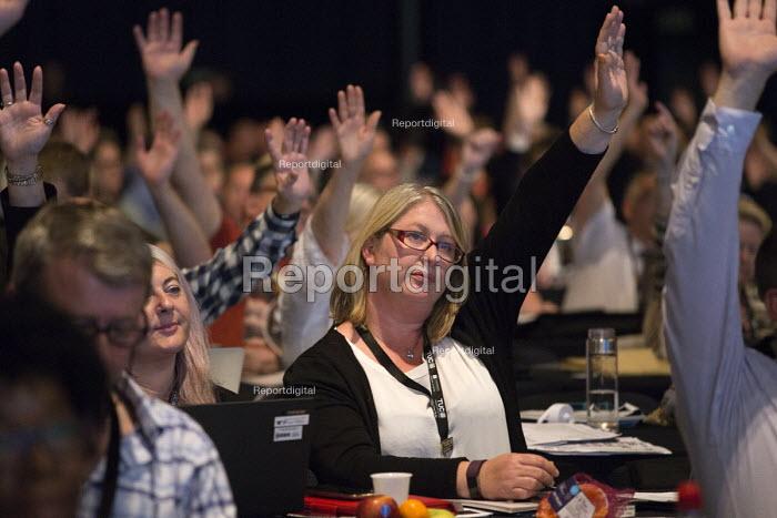 Delegates voting TUC Congress Manchester 2018 - John Harris - 2018-09-10