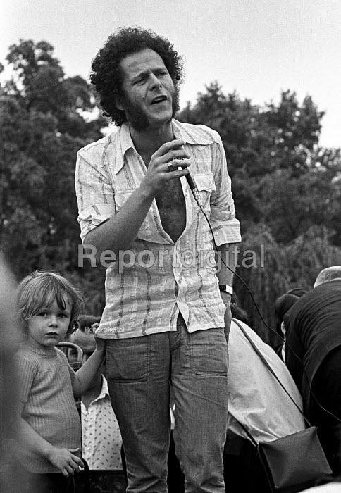 Northern Ireland civil rights leader Eamonn McCann speaking, protest against internment, London 1975 - Martin Mayer - 1975-08-10