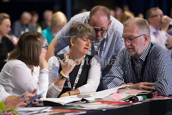 NEU delegation in discussion, TUC conference 2018 Manchester - John Harris - 2018-09-11