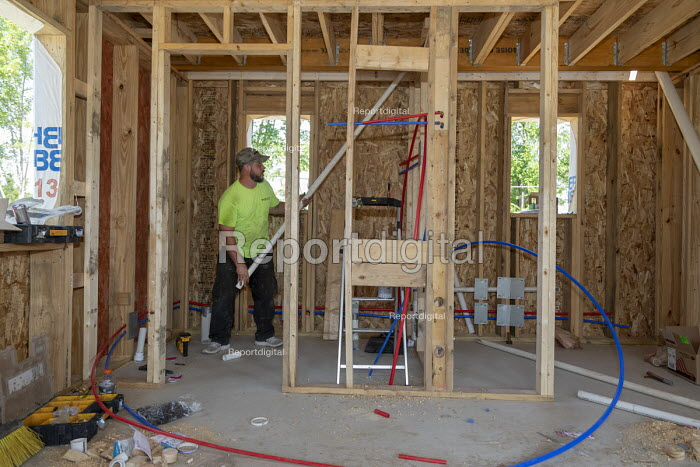 Detroit, Michigan USA Tiny houses, being built by Cass Community Social Services for the homeless. The nonprofit plans to eventually build a community of 25 homes, which formerly homeless and other low income individuals will occupy on a rent-to-own basis - Jim West - 2018-08-04