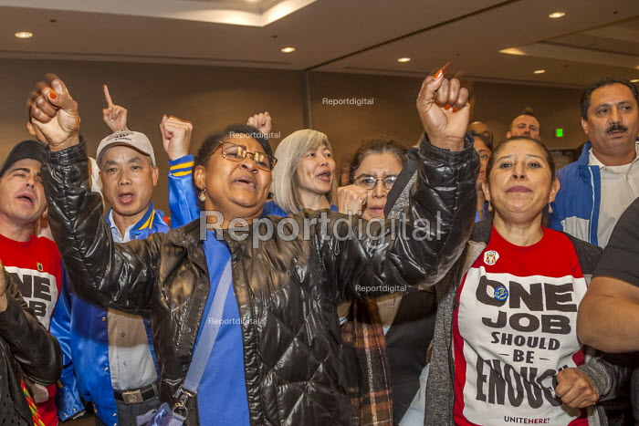 San Francisco, USA: hotel workers voting to strike, members of Unite Here strike against low pay and conditions - David Bacon - 2018-09-13