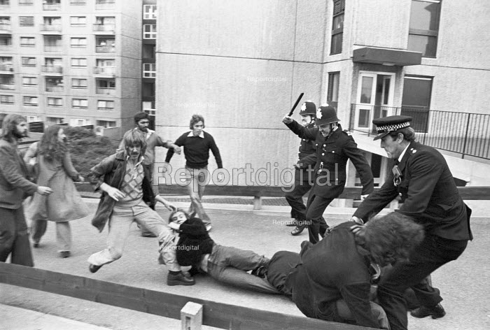 Battle of Lewisham 1977. Police arresting protestors and trying to clear the streets for a National Front march, South London - NLA - 1977-08-13