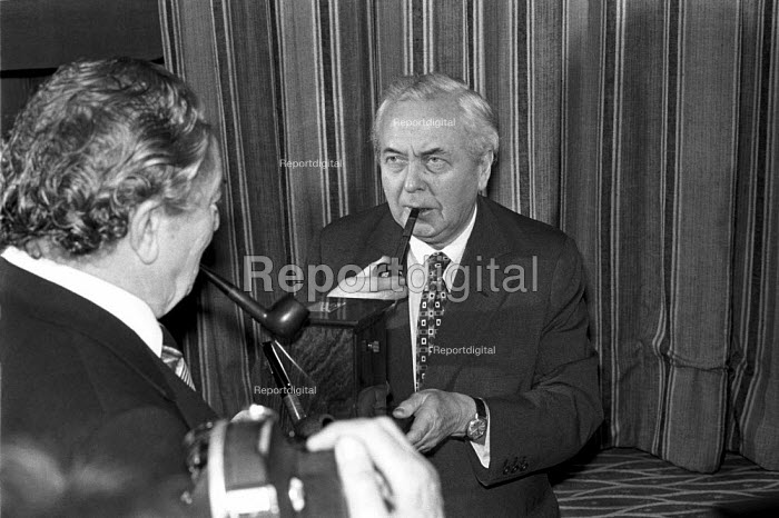 Harold Wilson, Pipeman of the Decade award ceremony, The Savoy Hotel, London 1976 - NLA - 1976-01-21