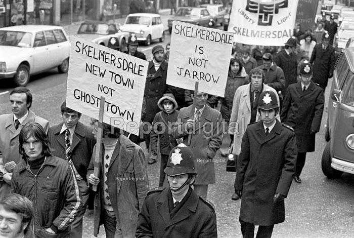 Workers protest against the closure of the Courtaulds factory, Skelmersdale new town, near Liverpool 1976 - NLA - 1976-12-01