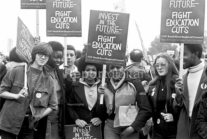 Students protest against the cuts, London 1976 - NLA - 1976-11-17
