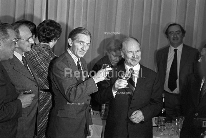 Len Murray proposing a toast to Boris Ponomarev (L) London 1976, Soviet politician and member of the secretariat of the Communist Part of the Soviet Union. Jack Jones (L), Reception at the TUC - NLA - 1976-10-28