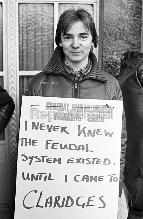 Strike at Claridges, London 1977, for union recognition, respect and reinstatement of a sacked GMWU shop steward Richard Elvidge - NLA - 1978-04-11