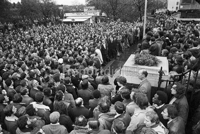 POEU post office engineers strike meeting, Tower Hill London 1977 - NLA - 1977-11-09