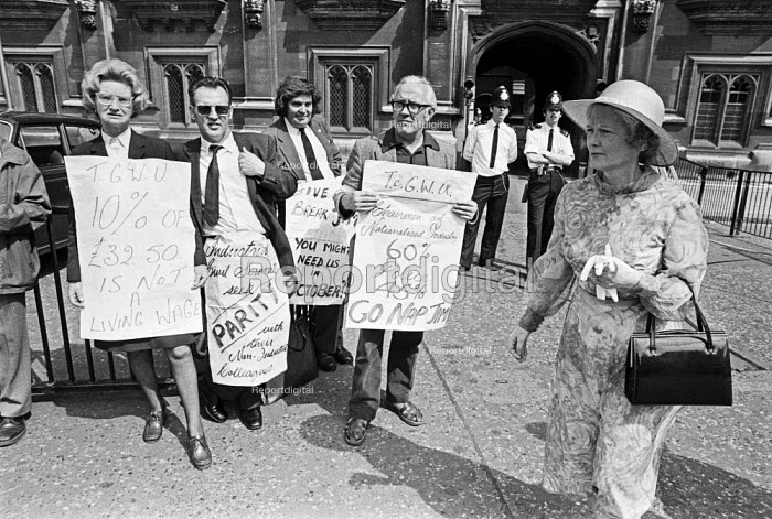 Half day pay strike by civil servants picketing House of Commons, London 1978 - NLA - 1978-07-26