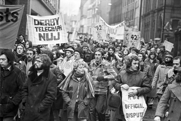 Mass picket, 1978 NUJ strike against low pay for provincial reporters, Nottingham Evening Post. The journalists were all sacked for disloyalty and not re-employed after the strike - NLA - 1978-12-20