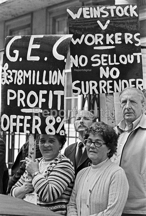 GEC workers lobby their company HQ, London 1979 in support of their pay claim and against redundancies - NLA - 1979-09-17