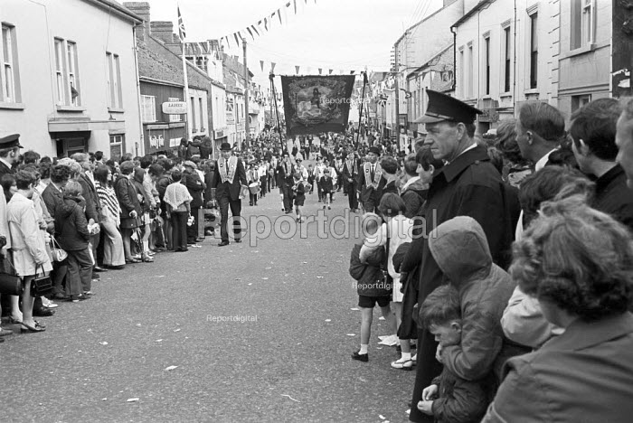 Parade 1970 by Harland and Wolff workers, their families and the Orange Order, Belfast, Northern Ireland - NLA - 1970-06-13