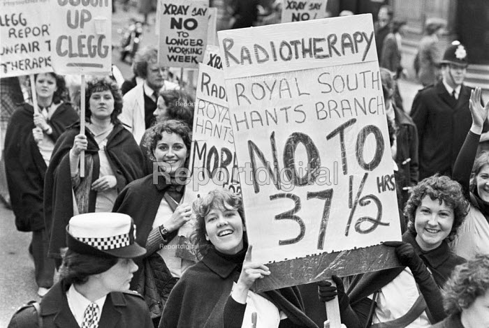 Health workers protest against longer hours, London 1980. Radiographers, physiotherapists and hospital technicians against cuts, proposals for a longer working day contained in a report by industrial relations expert Professor Hugh Clegg - NLA - 1980-03-27