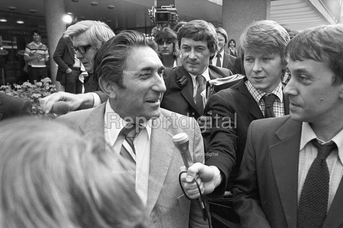 "Frank Chapple, EETPU TUC London 1980 talking to reporters after being voted off the TUC general council for his opposition to what he called its ""leftward drift"" - NLA - 1980-09-24"