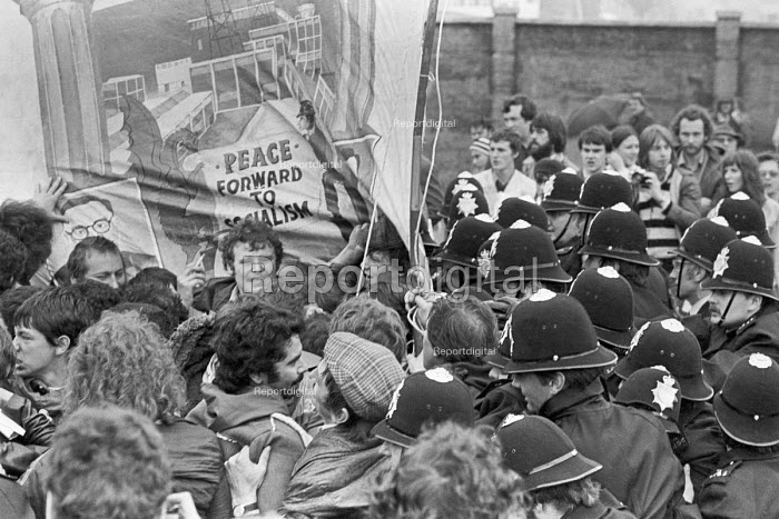 Police arresting NUM members, protest at Welsh Conservative Party Conference, 1980 Swansea, South Wales - NLA - 1980-07-19