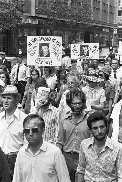 Protest against psychiatric abuses in Soviet Union, London 1976 demanding the release of Vladimir Bukovsky, Semyon Gluzman and other Soviet dissidents incarceratied in psychiatric prisons - Martin Mayer - 1976-07-04