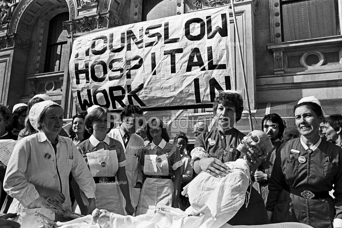 Hounslow Hospital workers handing in a petition to Downing Street, London 1977 They are occuppying the hospital against closure - Martin Mayer - 1977-09-13