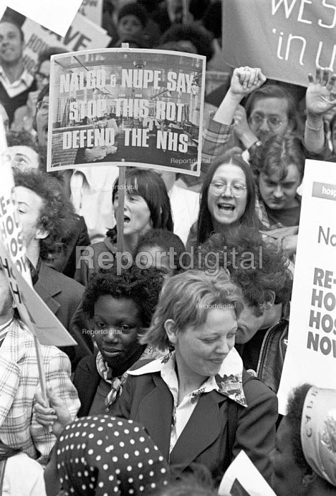 Hounslow Hospital workers protest against its planned closure, London 1977. They are occuppying the hospital against closure - Martin Mayer - 1977-10-12