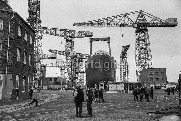 Work in, Upper Clyde Shipyards, Glasgow 1971 - Martin Mayer - 1971-06-23