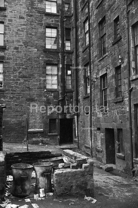 Rubbish bins, Glasgow tenement 1971 - Martin Mayer - 1971-06-23
