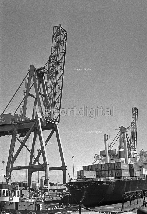 Containerisation comes to Port of Liverpool 1970. One of the first container ships being loaded - Martin Mayer - 1970-07-16