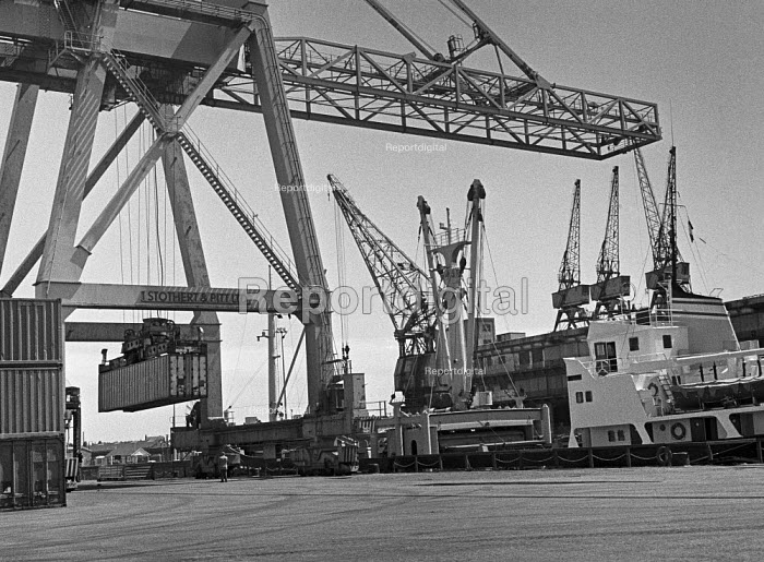 Containerisation comes to Port of Liverpool 1970. One of the first container ships being loaded - Martin Mayer - 1970-07-06