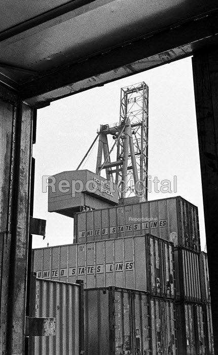 Containerisation comes to Liverpool Docks 1970. United States Lines containers to be loaded on a container ship. - Martin Mayer - 1970-07-06