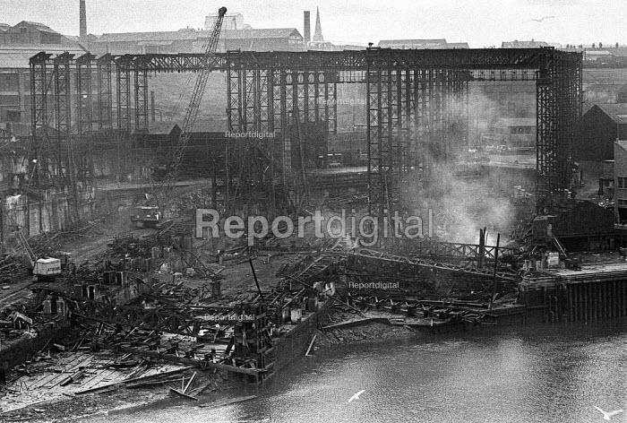 Shipyard being demolished, Sunderland 1973 - Martin Mayer - 1973-02-20