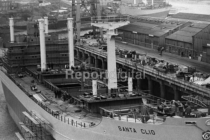 Santa Clio being fitted out, Austin and Pickersgill Lrd shipyard, Sunderland 1973 - Martin Mayer - 1973-02-23