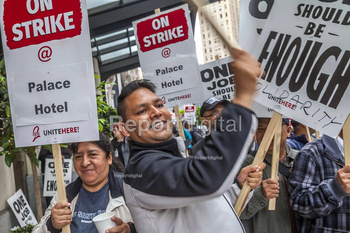 Oakland, California, USA Unite Here Hotel workers on strike against low wages, Palace Hotel. Many workers take an additional job to make a living wage. Workers are striking Marriott Hotels in eight cities - David Bacon - 2018-10-04