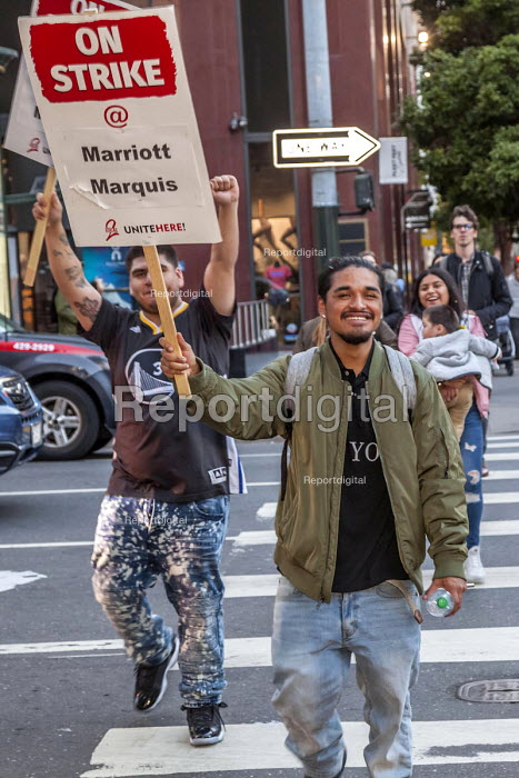 Oakland, California, USA Unite Here Hotel workers on strike against low wages, Marriott Marquis Hotel. Many workers take an additional job to make a living wage. Workers are striking Marriott Hotels in eight cities - David Bacon - 2018-10-04