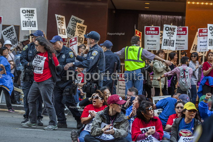 San Francisco, USA Hotel workers striking against low pay sit-in outside Marriott Marquis Hotel and are arrested by Police. The low wages force many workers to work an additional job. - David Bacon - 2018-10-12