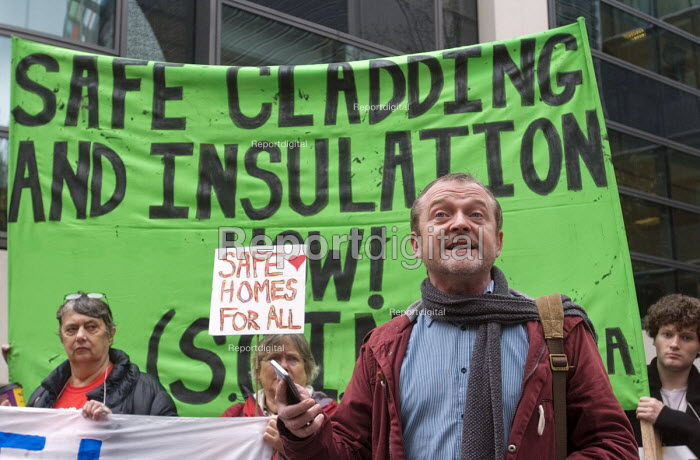 Phil Murphy of Fuel Poverty Action speaking, Safe Cladding and Insulation Now protest, MHCLG, London. Following the Grenfell tragedy, protest demanding safe cladding for housing and public sector buildings and proper insulation from the cold for tenants - Stefano Cagnoni - 2018-10-17