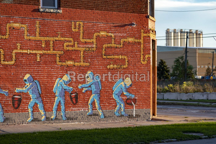 Detroit, Michigan, USA Mural on a building infront of US Ecology hazardous waste plant showing chemicals being dumped into the ground. The plants are all located in poor, mostly African-American areas. The company handles a wide variety of toxic materials and discharges much of it into the Detroit sewer system - Jim West - 2018-10-15