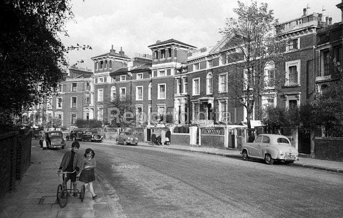 Children playing in Gloucester Crescent, Camden, London 1958. Street with very few cars - Alan Vines - 1958-09-02