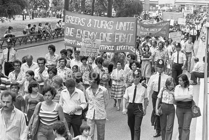 Protest for unity of Greeks, Turks and an independant government in Cyprus, London 1976 - Peter Arkell - 1976-07-18