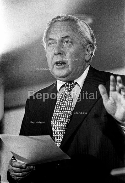 Harold Wilson speaking, NUM conference, Scarborough 1975 - Peter Arkell - 1975-07-07