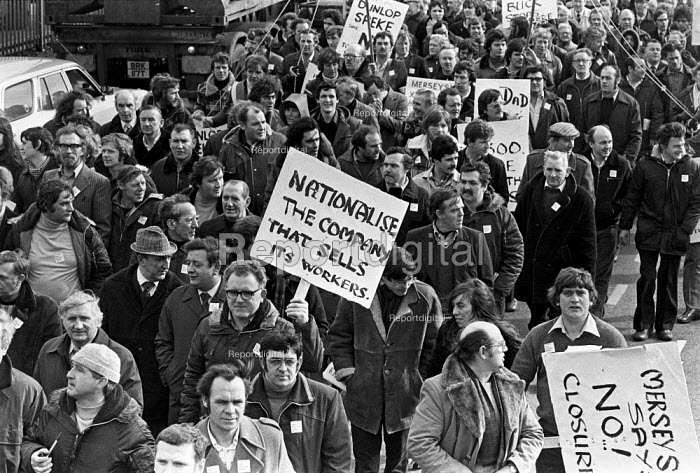 Workers protest at closure of Dunlop factory, Speke, Liverpool 1979 - Peter Arkell - 1979-03-07