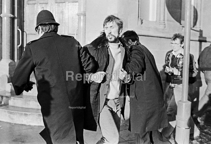Police arresting Jake Ecclestone NUJ, mass picket, Nottingham Evening Post, 1979. NUJ strike against provincial low pay. They were all sacked for disloyalty and not taken back after the strike - Peter Arkell - 1979-01-27