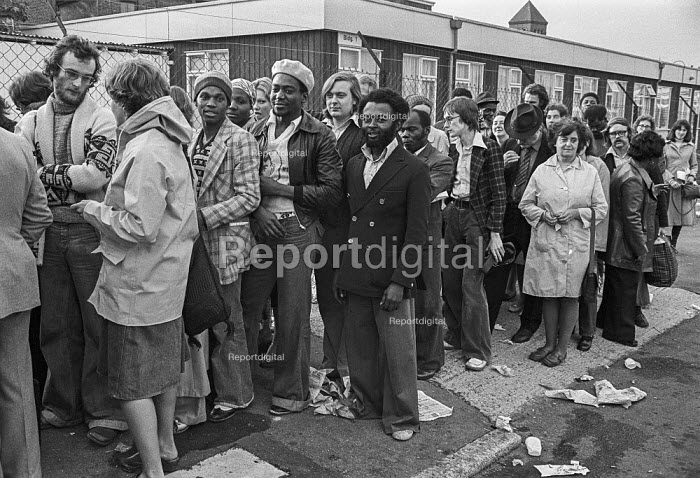 Queueing for new GLC council housing, Hackney, London 1976 - Peter Arkell - 1976-10-01