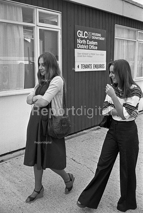 Two young women, one pregnant, arrive at the GLC Housing Department North Eastern District Office, Hackney, London 1976 - Peter Arkell - 1976-10-01