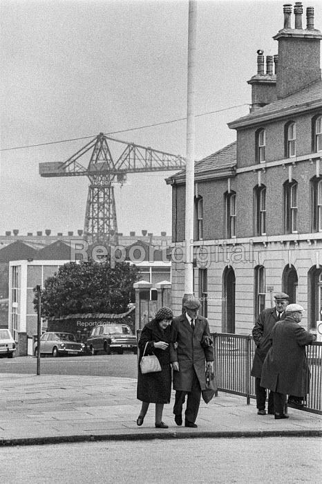 Elderly couple in the street, Vickers shipyard, Barrow-in-Furness, 1972 - Peter Arkell - 1972-06-09