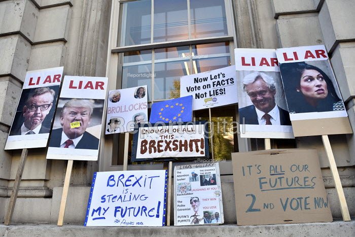 Peoples Vote March for the Future. London protest demanding a second referendum on the Brexit deal. Placards left on the Cabinet Office in Whitehall with anti-Brexit slogans - Stefano Cagnoni - 2018-10-20