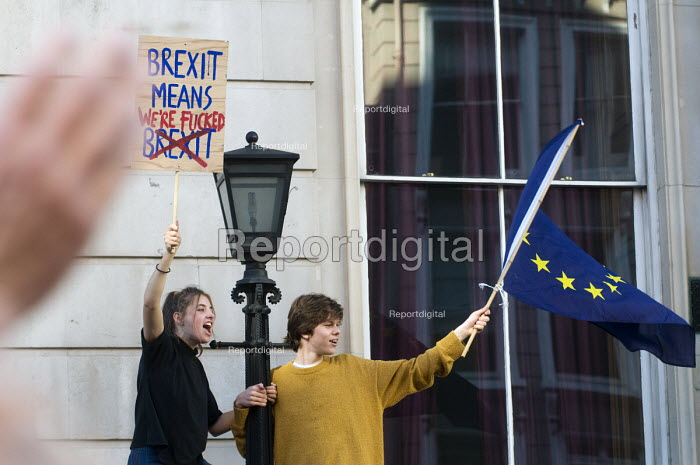 Peoples Vote March for the Future. London protest demanding a second referendum on the Brexit deal. Young protestors shout their message from Government buildings in Whitehall - Stefano Cagnoni - 2018-10-20