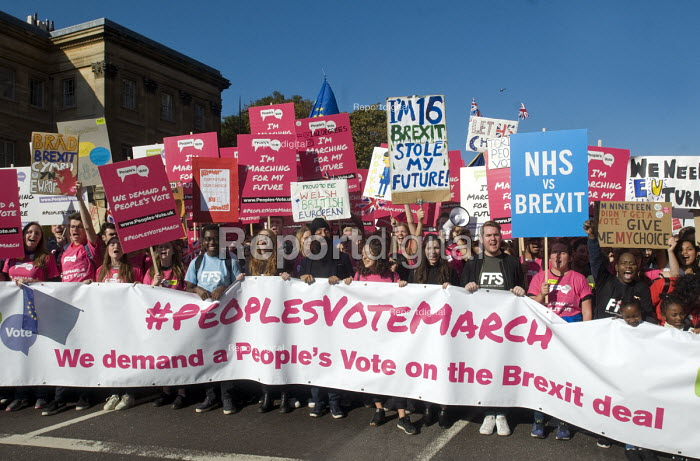 Peoples Vote March for the Future. London protest demanding a second referendum on the Brexit deal. Young protestors at the front of the demonstration - Stefano Cagnoni - 2018-10-20