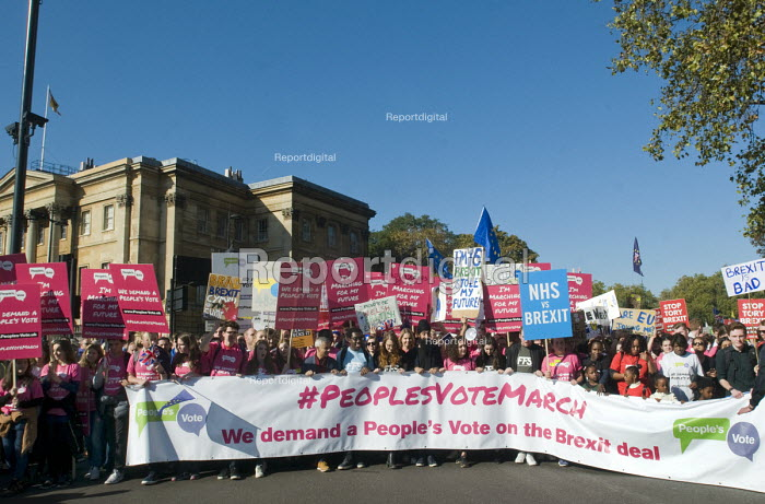 Peoples Vote March for the Future. London protest demanding a second referendum on the Brexit deal. Mayor of London Sadiq Khan with young protestors at the front of the demonstration - Stefano Cagnoni - 2018-10-20
